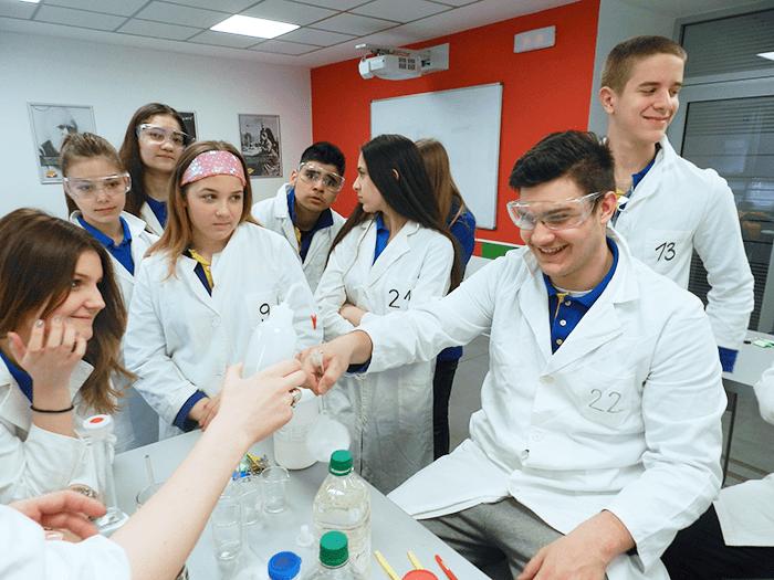 Zanimljiv čas hemije u Savremenoj gimnaziji