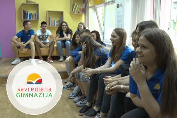 Učenici Savremene gimnazije posetili su decu iz Svratišta