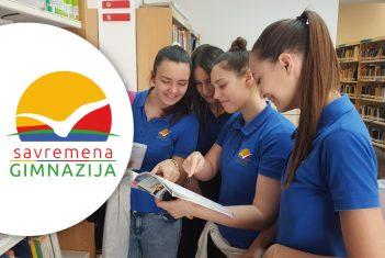 """Savremeni gimnazijalci učesnici javnog čitanja """"Don Kihota"""" u Institutu Servantes"""