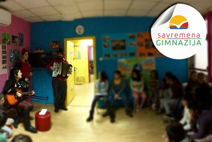 Predstavnici Učeničkog parlamenta Savremene gimnazije u poseti deci iz Svratišta