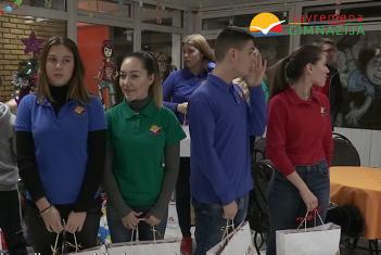 """Humanitarna akcija savremenih gimnazijalaca: Poseta deci iz Doma """"Spomenak"""""""