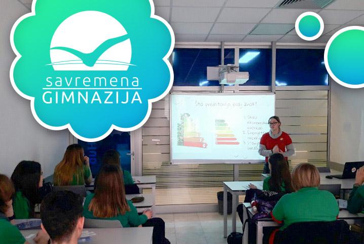"""Učenica Natalija Stanković drugarima u školi prezentovala rad na temu """"Energetska efikasnost očima Mladih eko-reportera"""""""