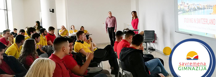Učenici na predavanju Filipa Vajnberga